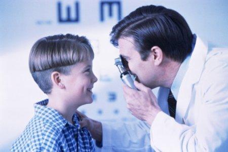 Закапывание капель в глаза детям