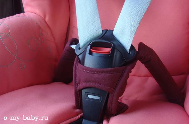 Пятиточечные ремни безопасности с креплением.