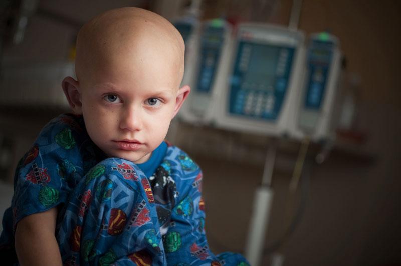 Лейкоз у детей – это неопластическое заболевание кроветворной системы. Характеризуется трансформацией определенного типа клетки крови в злокачественную.