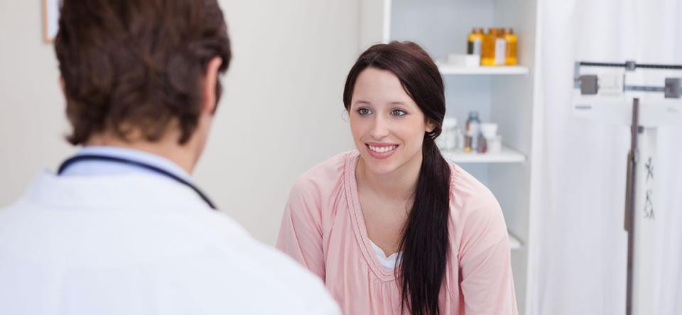Генитальный герпес – поражение вирусами слизистой половых органов, которое характеризуется возникновением групп пузырьков, а затем появлением эрозий и язвочек. Данное заболевание влечет за собой серьезные осложнения: снижается иммунитет, развиваются бакте