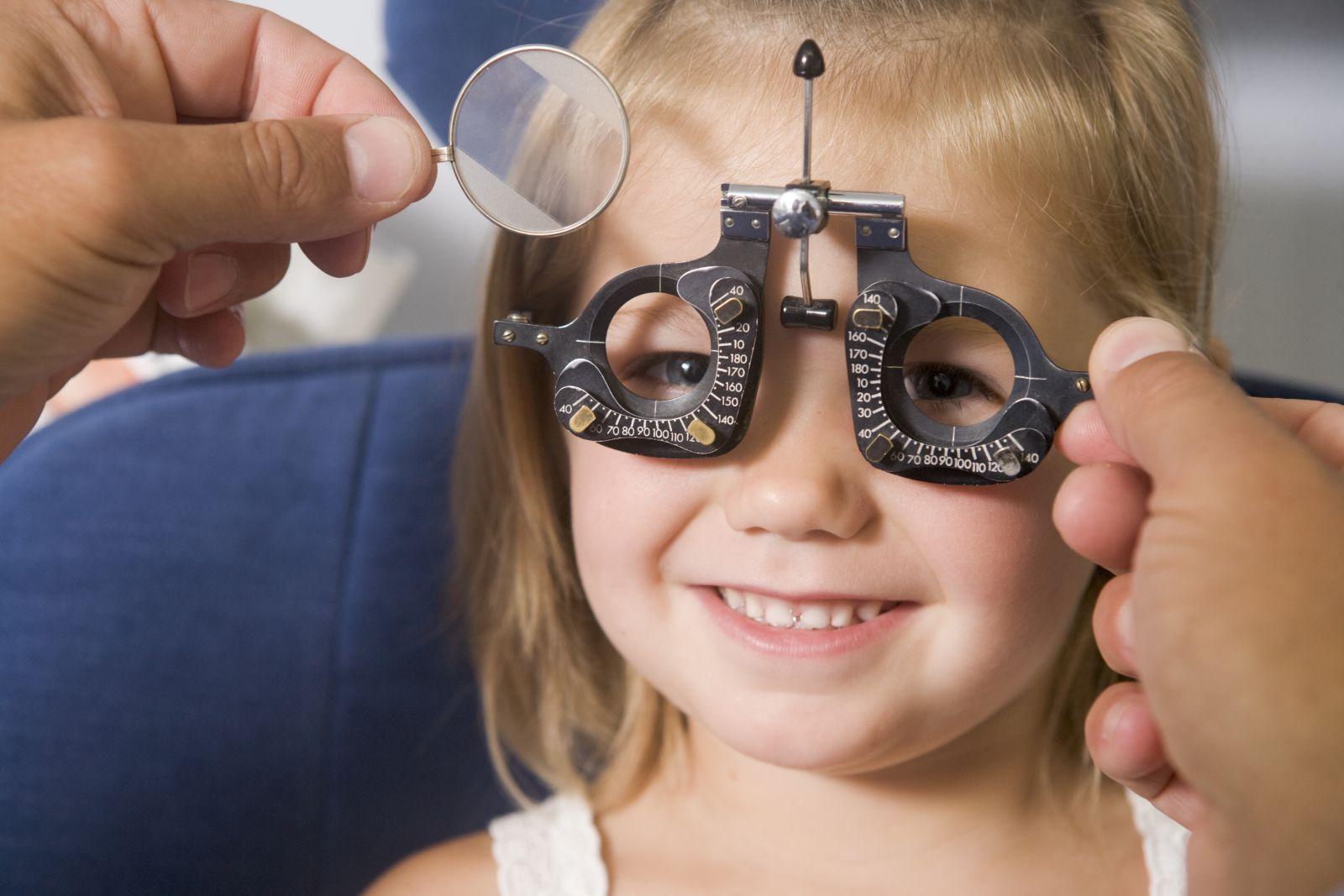 Близорукость или миопия – это вид расфокусировки зрения, при котором наблюдается патологическое изменение (вытягивание, удлинение) формы глазного яблока.