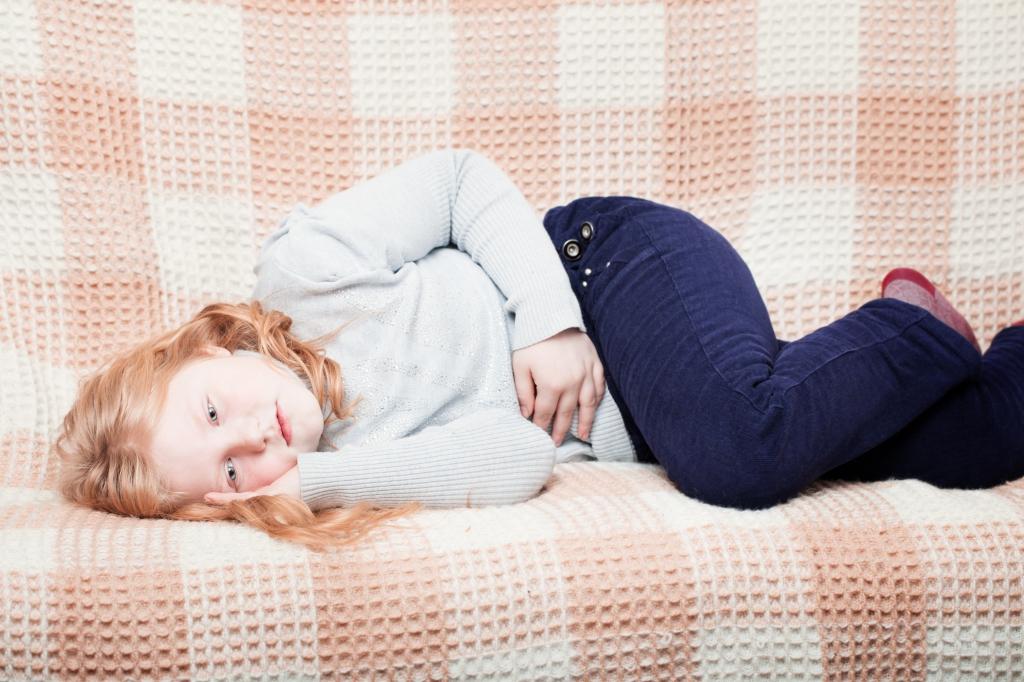 Кишечная инфекция у детей – это заболевание желудочно-кишечного тракта, вызванное бактериями или инфекциями и протекающие с высокой температурой, рвотой и поносом.