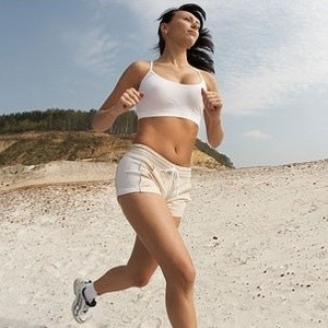 Бег помогает убрать живот, т.к. тренирует мышцы