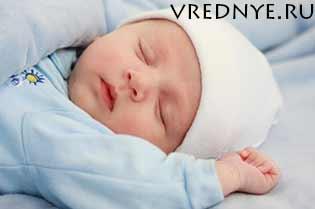 Почему новорожденный пукает и часто какает