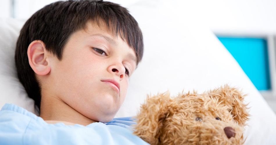 Анемия – это состояние, при котором снижается количество гемоглобина (железосодержащего белка) и эритроцитов (красных телец) на единицу объема крови. Как результат нарушается снабжение тканей кислородом. Развитию анемии у детей способствует физио
