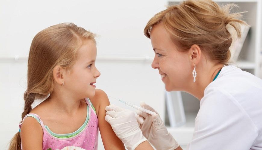 """Ротавирусная инфекция – вирусная заразная патология, которая вызывает так называемый """"кишечный грипп"""" у детей в возрасте до двух лет. Взрослые также могут быть носителями инфекции, однако у них симптомы, как правило, имеют скрытую форму."""