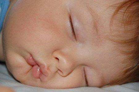Что делать, если ребенок скрежещет зубами во сне