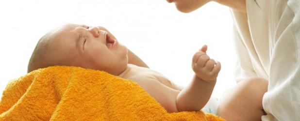 Лечение кишечных колик у новорождённых малышей