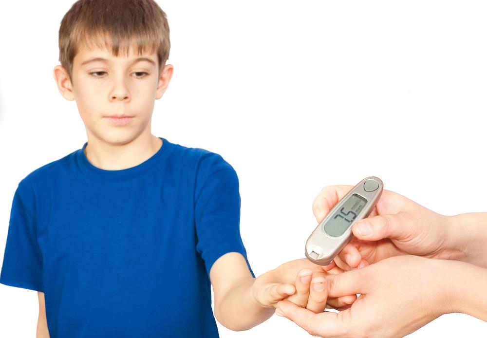 Сахарный диабет – хроническая болезнь, которая выражается в повышенном содержании глюкозы в крови вследствие недостаточной выработки гормона, отвечающего за ее усваиваемость.