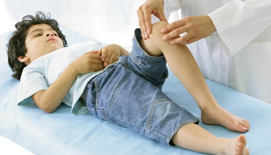 Артрит у детей – это острая ревматическая группа заболеваний, возникающая у детей при воспалительном процессе всех элементов суставов.