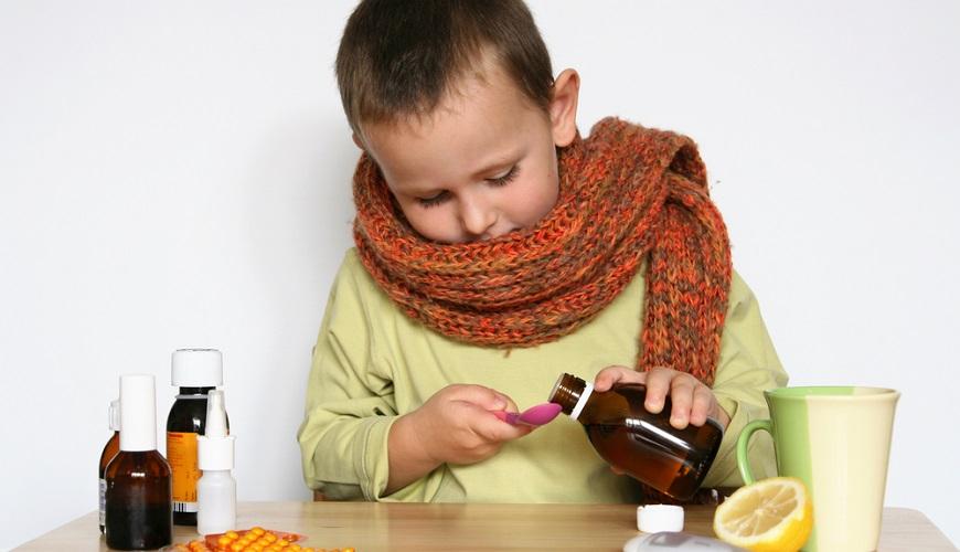 Кашель у детей – это процесс, направленный на то, чтобы очистить легкие или дыхательные пути от мокроты.