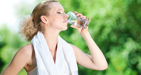 Полезные свойства воды: 9 мифов