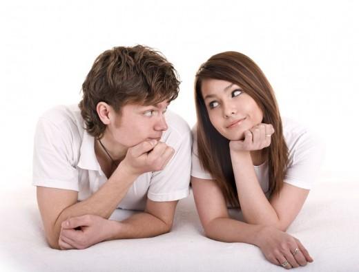 Молодые женщина и мужчина