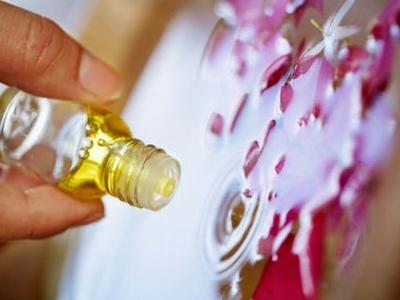 косметика и эфирное масло чайного дерева