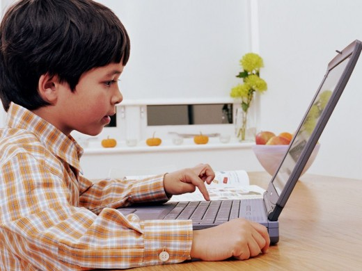 Ребёнок за компьютером