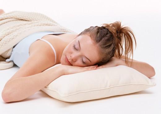 Спящий днем человек