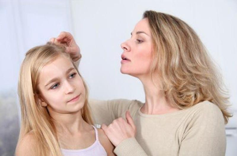 Педикулез – это паразитирование вшей на частях тела, покрытых волосами. В результате развивается повреждение кожных покровов укусами и продуктами их жизнедеятельности.