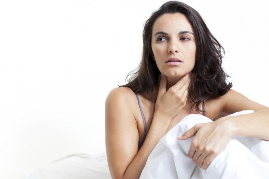 Болит горло во втором триместре: причины, методы лечения