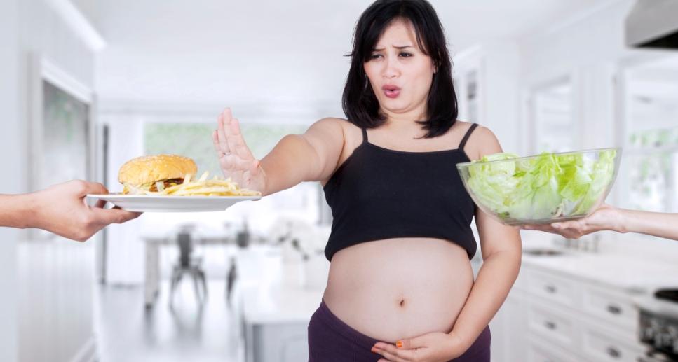 Что во время беременности нельзя есть и почему?