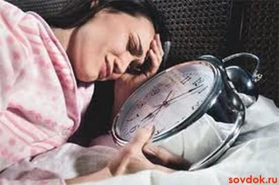 девушка с будильником