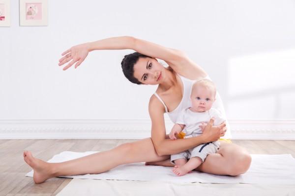 Упражнение с ребёнком на руках