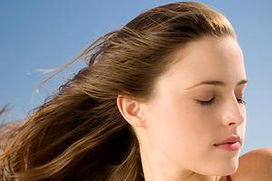 Кружится голова перед месячными: причины и методы лечения