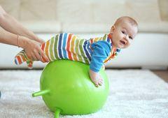 Гимнастика для новорожденных на мяче