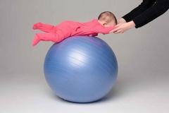 Гимнастический мяч для новорожденных
