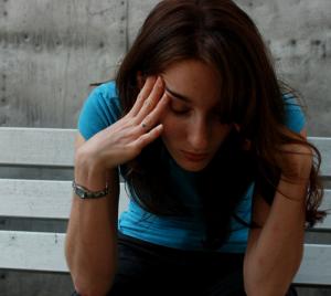Шатает при ходьбе: в чем причина и как избавиться от недуга