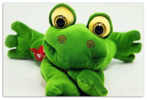 Плюшевая лягушка