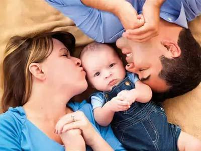 супружеская пара с ребенком