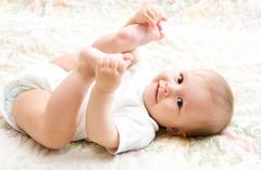 Как одевать новорожденного летом?