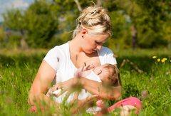 Как повысить лактацию молодой маме?