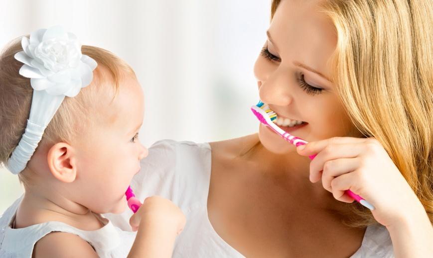 Кариес молочных зубов: лечить или удалять?
