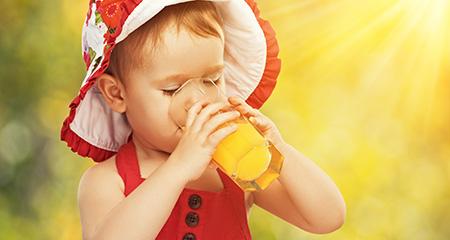 Какие соки давать ребенку: виды фруктовых напитков