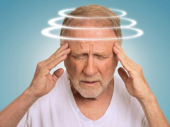кружится голова у старого человека