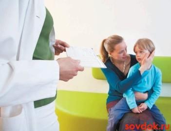 мальчик мама и врач