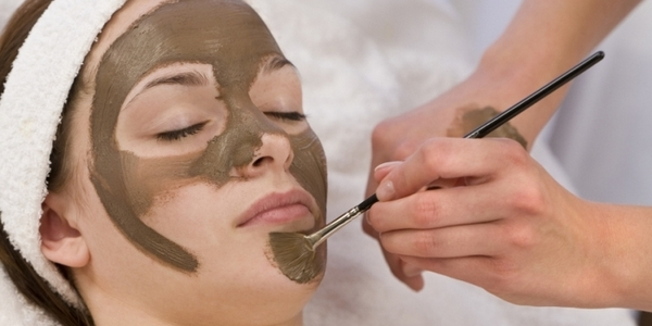маску наносят на лицо