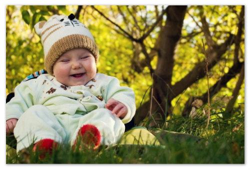 Младенец на природе
