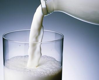 Стакан с молоком.