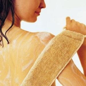 мыть спину