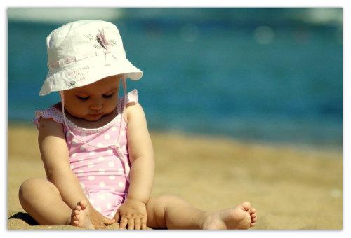 Девочка на пляже.