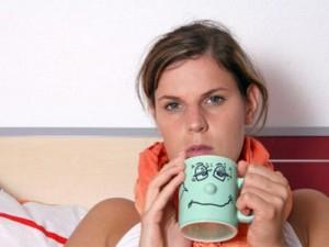 больная пьет чай
