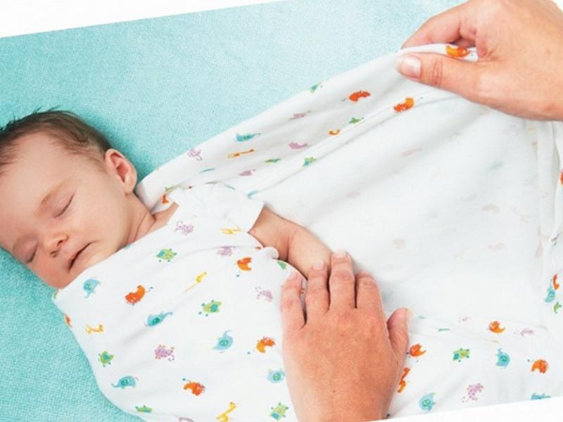 Нужно ли пеленать новорожденного ребенка: советы специалистов