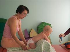 Первые признаки ДЦП у новорожденных