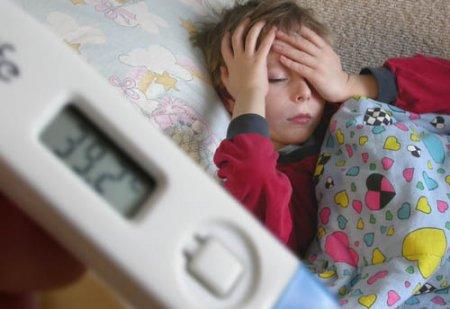 Обтирание детей при температуре уксусом, водкой