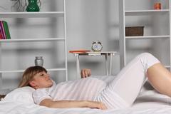 Причины почему беременным нельзя спать на спине