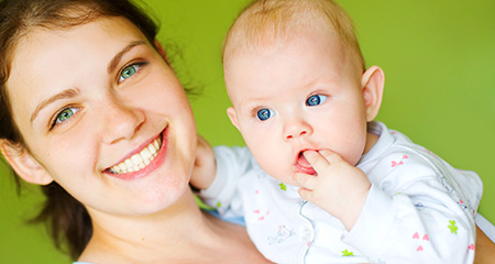 Налет на зубах у ребенка: как устранить