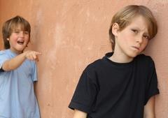Почему ребенка обижают и что делать родителям?