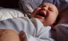 Почему ребенок просыпается ночью?